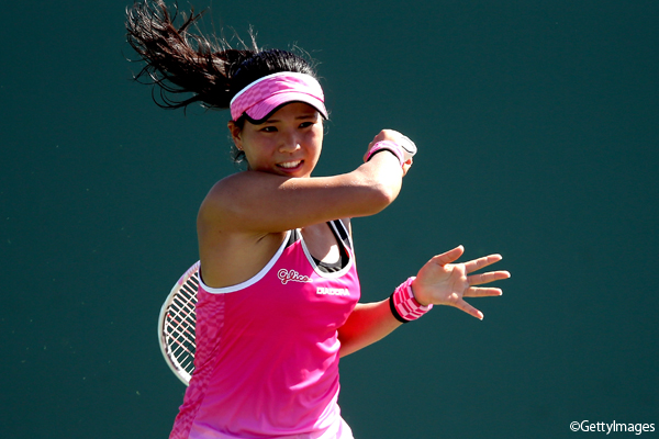 ※写真はマイアミの大会での尾﨑里紗 Photo:KEY BISCAYNE, FL - MARCH 27: Risa Ozaki of Japan plays Angelique Kerber of Germany during the Miami Open at the Crandon Park Tennis Center on March 27, 2017 in Key Biscayne, Florida. (Photo by Matthew Stockman/Getty Images)