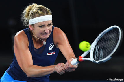 ※写真は全豪オープンでのティメア・バシンスキー Photo: MELBOURNE, AUSTRALIA - JANUARY 21: Timea Bacsinszky of Switzerland plays a backhand in her third round match against Daria Gavrilova of Australia on day six of the 2017 Australian Open at Melbourne Park on January 21, 2017 i