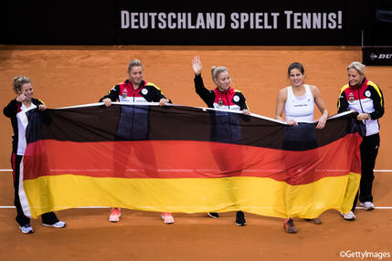 ※写真はワールドグループ残留を決めたドイツチーム Photo:STUTTGART, GERMANY - APRIL 23: (L-R) Laura Siegmund, Carina Witthoeft, Angelique Kerber, Julia Goerges and Barbara Rittner of Germany celebrate victory during the FedCup World Group Play-Off match between Germany and Ukraine